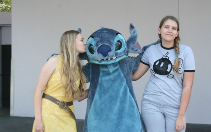 Disney's Stitch kiss