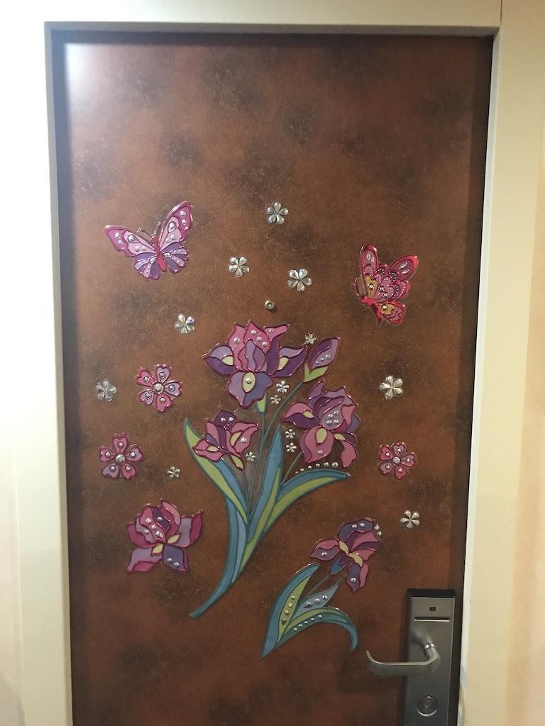 flower magnets on cruise cabin door