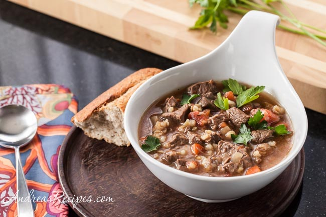 Looking for a handful of tasty slow cooker recipes to change up your meals? You've found them! I love scouring the web for new recipes I can make in my slow cooker.
