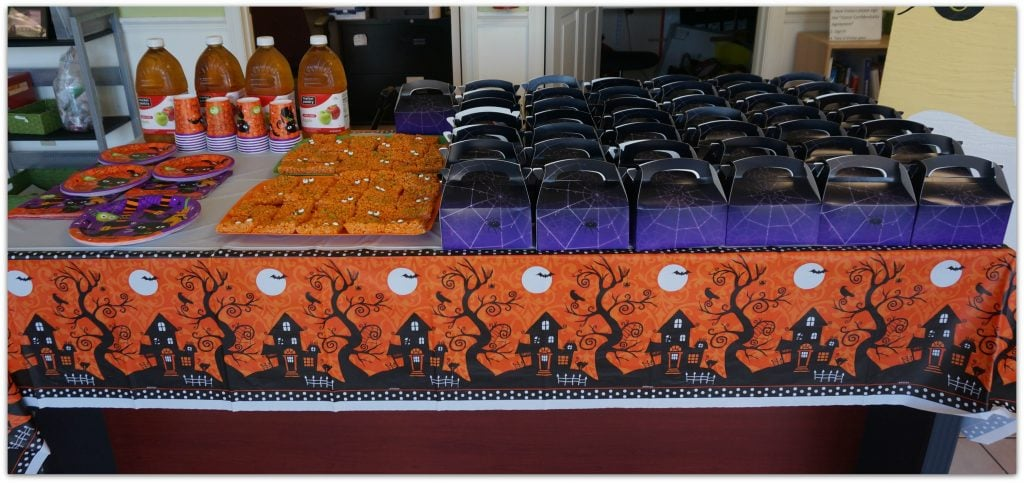 Buy Costumes party table