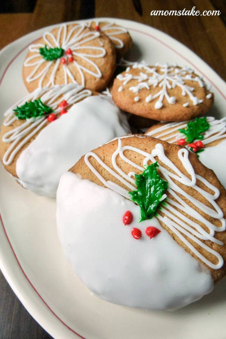 Christmas cookies are one of the best things about Christmas, don't you think? Christmas is a time for family get-togethers and celebrations, and I think cookies should always play a part.