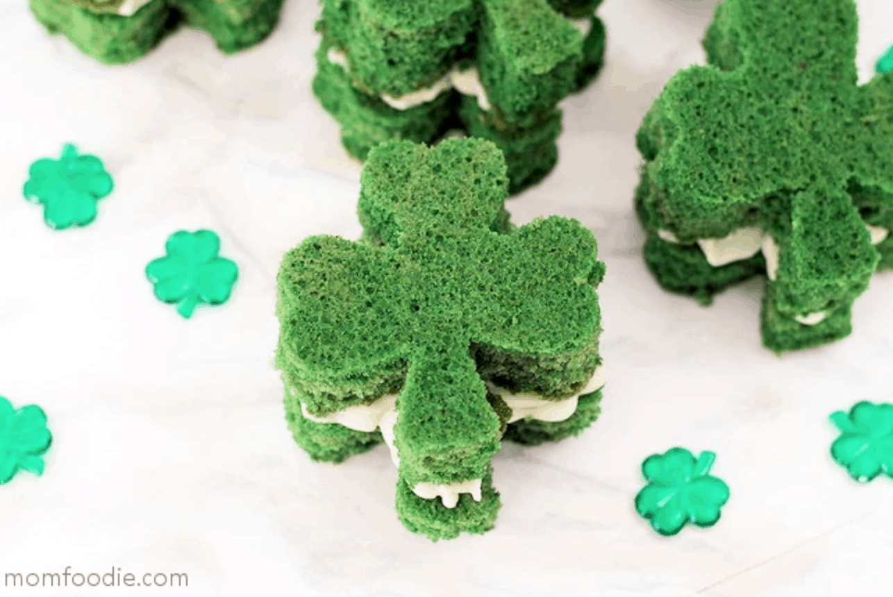These easy recipes for St. Patricks Day desserts will make you look like a baking star! These <a href=