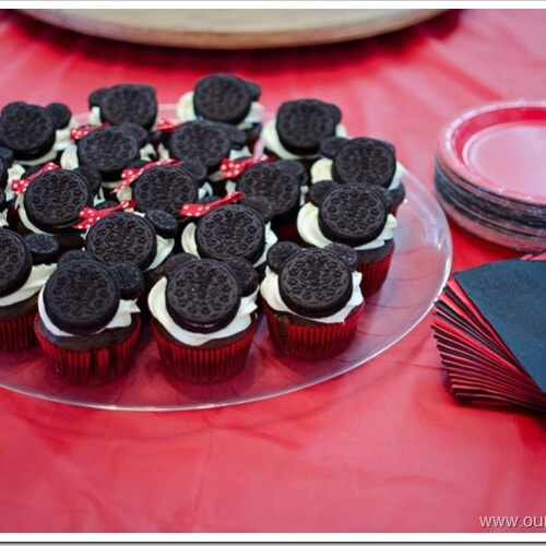 Mickey and Minnie Mouse oreo cupcakes