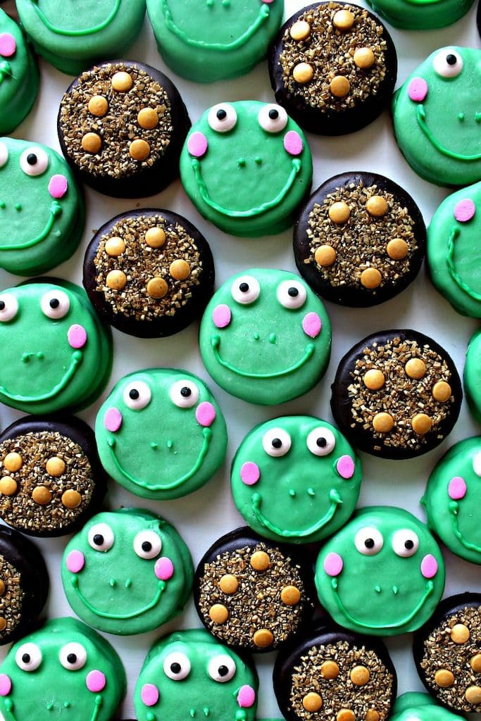 Looking for St. Patrick's Day cupcakes? You've found them! Cupcakes are always the best dessert for parties and these St. Patrick's Day cupcakes are the perfect ending to any St. Patrick's Day party.