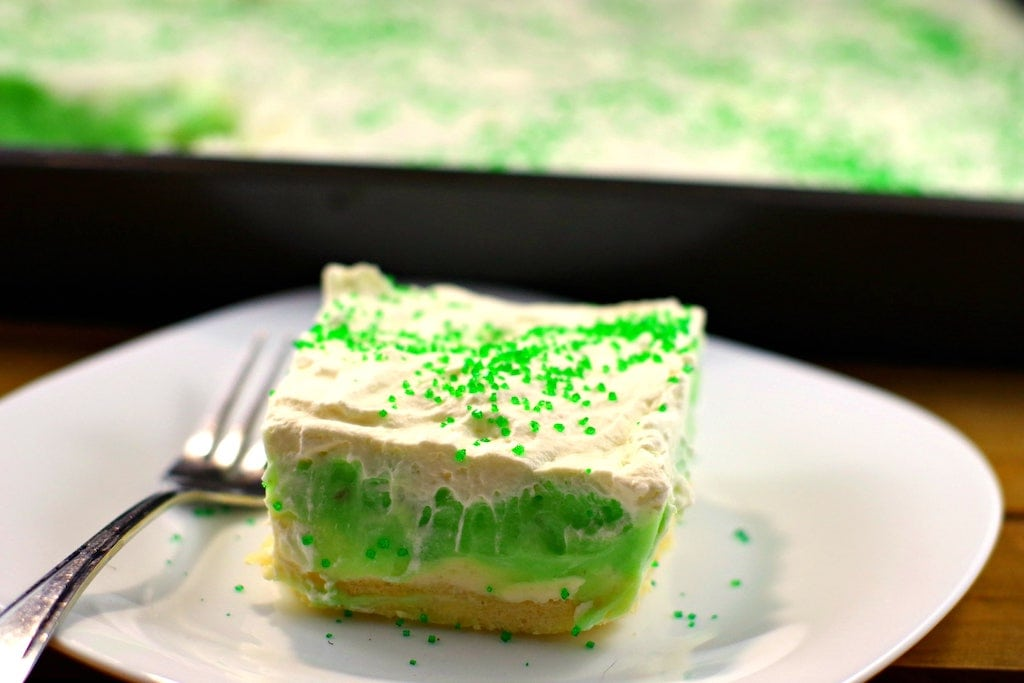 You will love these St. Patricks Day desserts! These easy recipes are perfect for your party!