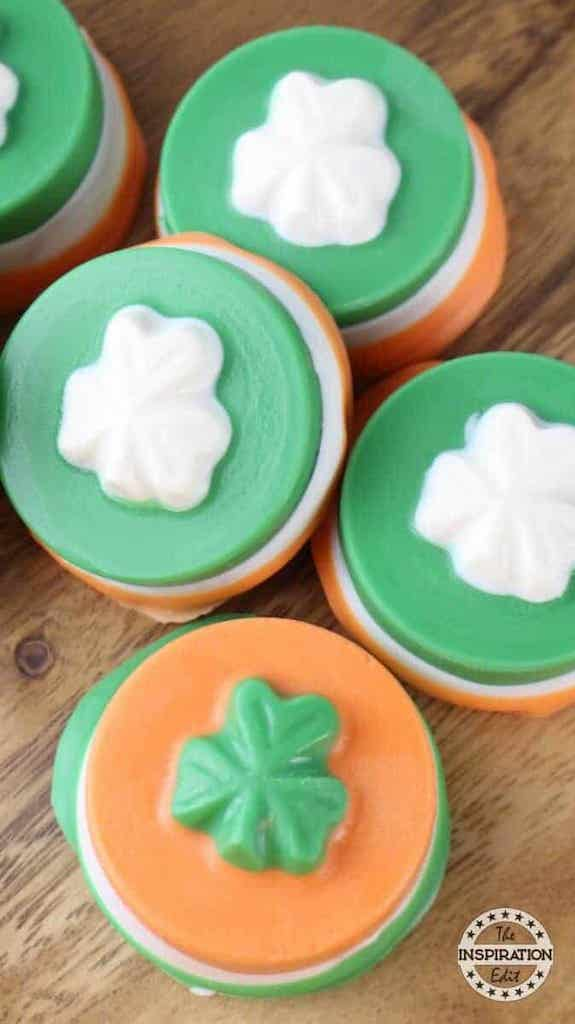 Looking for St. Patrick's Day cupcakes? You've found them! Cupcakes are always the best dessert for parties and these St. Patrick's Day cupcakes are the perfect ending to any St. Patrick's Day party. After all, the original title was Feast of St. Patrick's Day, and no feast is complete without dessert!