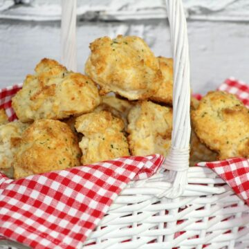 What makes any meal better? For me, it's bread! These Cheddar Bay Biscuits go well with so many recipes! Serve them with breakfast, lunch or dinner! Delicious with chicken recipes or soups! Prepare ahead and warm up to serve with your favorite crockpot recipes. So versatile! Enjoy!
