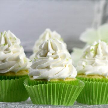 Why buy cupcakes when you can DIY and they will be so much better?This is one of my favorite recipes for summer. Cupcakes are always my first choice for desserts!