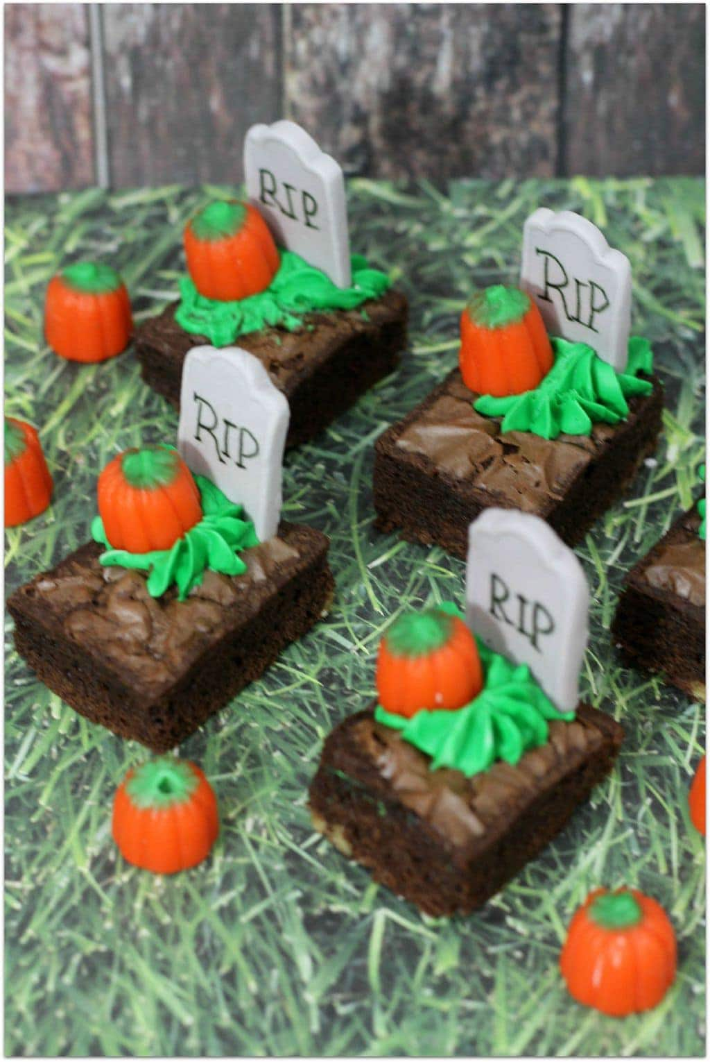 these halloween brownie bites are the perfect dessert to take to your childs halloween party