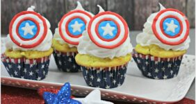 Love Captain America? These cupcakes are the perfect recipe for Marvel fun! Whether your throwing an Avengers party or just celebrating with the Cap, this will be a delicious dessert for your guests!