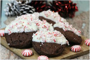 As soon as I get out my Christmas decorations I want to start baking Christmas desserts. Cookies and cupcakes are my favorites, and this recipe for Peppermint Mocha cookies is so easy and so delicious!