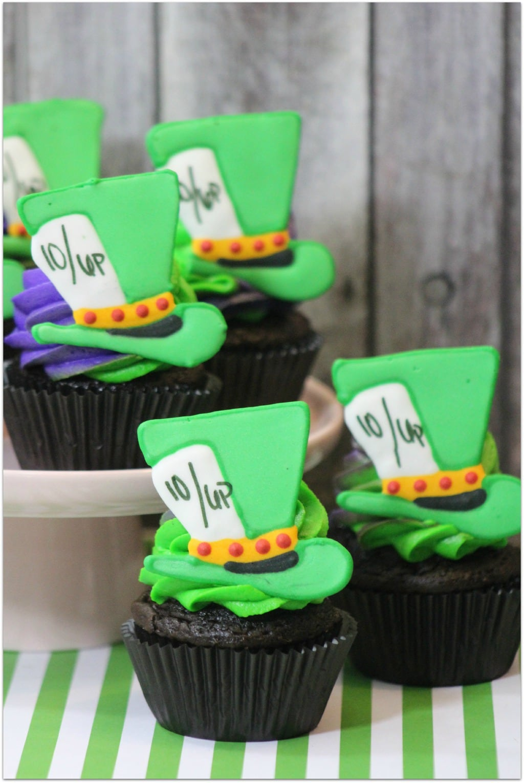 mad hatter cupcakes - photo #40