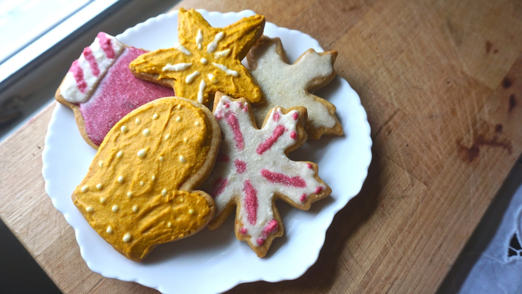 Looking for amazing Christmas sugar cookies to make this year?
