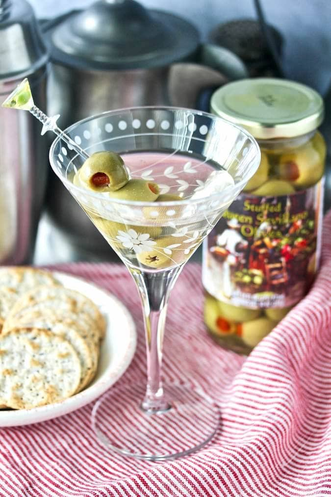 I've got a list of popular martini cocktails for your next party! These recipes are just what you need if you're getting ready to throw party!