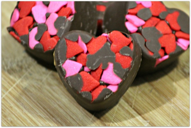 Thinking about bringing Valentine's Day cookies to that party? Just want to make something special for your family? Right before Valentine's Day, you'll find a plethora of Valentine's Day cookies at the store, but you can DIY with these fabulous recipes and they will taste SO much better!