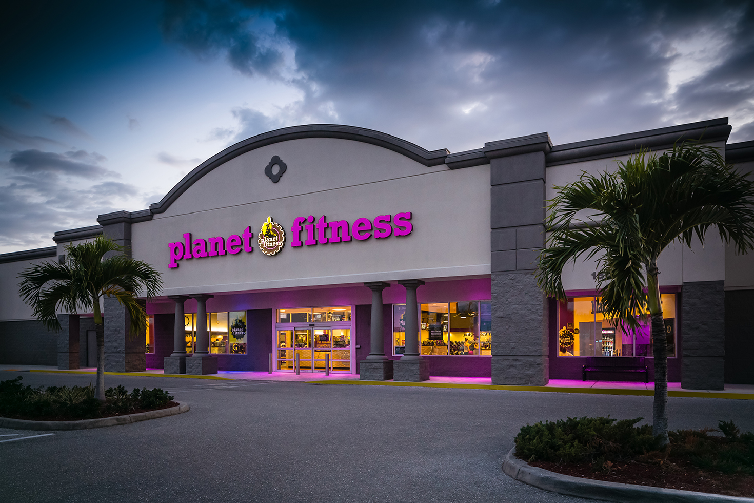 At Planet Fitness you can join with the PF Black Card® membership for just $19.99 a month, and it includes a lot of extras, like access to all 1,000+ Planet Fitness locations, the ability to bring a guest every day at no additional charge, spacious locker rooms, unlimited fitness training, the use of massage chairs and beds, and many clubs are open and staffed 24/7.