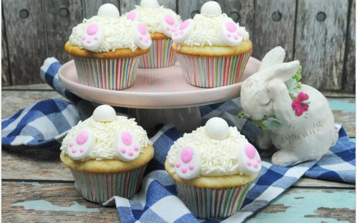 What's cuter than a bunny butt cupcake? Not much! These adorable little desserts actually easy to make! Don't you just love an easy recipe? Can you imagine the faces of the kids in the classroom when you deliver this delicious Easter treat?