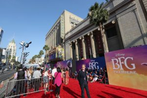 Last night in Los Angeles, at the El Capitan Theater, giant-sized crowds braved the sweltering heat to be seen on the red carpet of the U.S. premiere of Disney's The BFG.