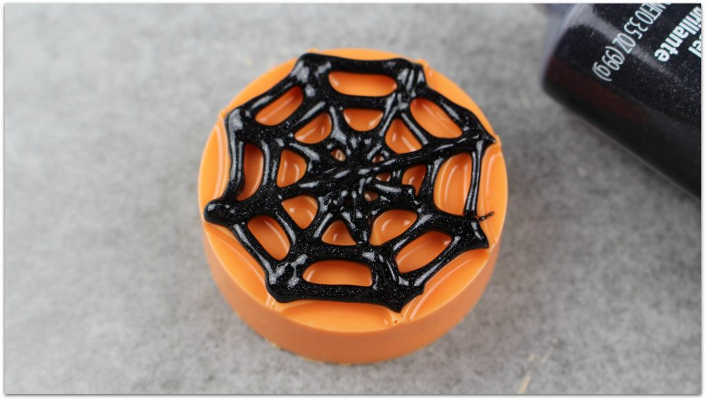 You're are going to love how easy it is to make these Halloween Spiderweb Oreos! Your friends will think you spent all day on these adorable cookies!