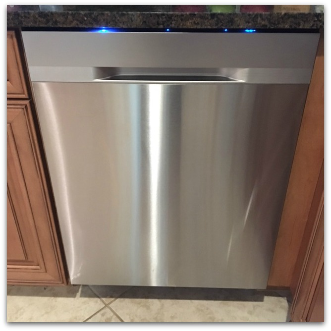 Does it mean I'm terribly boring if I'm excited about the new Samsung StormWash Dishwasher? I've got to tell you, I am so stinkin' busy, when I find something that truly makes my life easier, I fall hard.