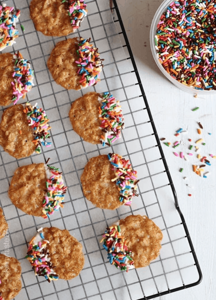 There is no question that the holidays are tough for weight loss, but with these Weight Watchers cookie recipes, you really can stay on track!