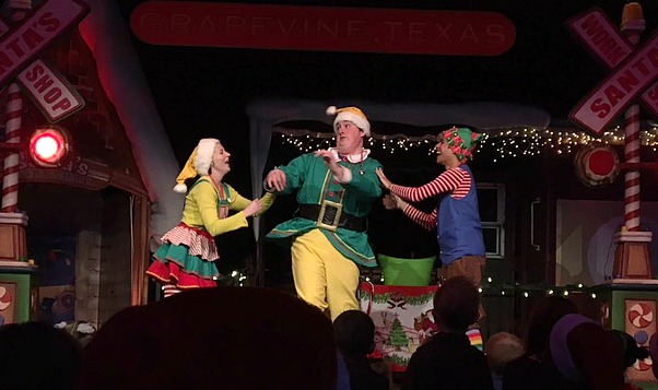 I have had Christmas in Grapevine on my calendar ever since I visited over the summer. I fell love with Grapevine then, but little did I know the lengths they take to celebrate Christmas!