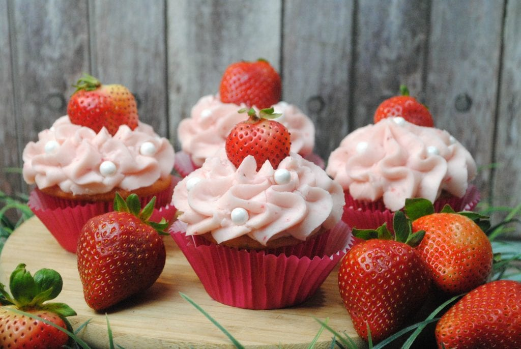 If you're looking for a dessert for a party, we've got a round-up of the best Valentine's Day cupcakes on the planet! Cupcakes are the perfect party dessert because you don't need utensils, and one cupcake is just the right serving.
