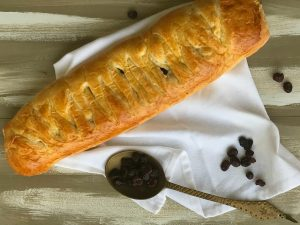 How to Make a Delicious Cranberry Brie Braid