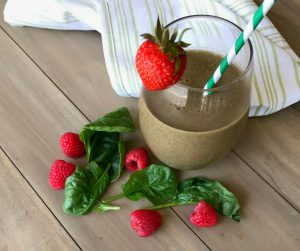 Berry and Spinach Smoothie for Eye Health