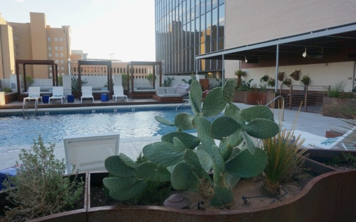If you are traveling to Texas for business or pleasure you can't go wrong with a stay at the Hotel Indigo El Paso located in beautiful El Paso, Texas. This property beautifully combines mid-century architecture with contemporary design.