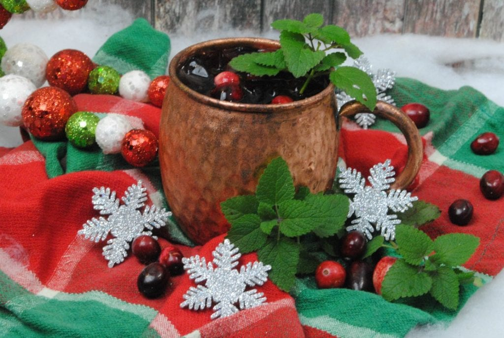 It's Thanksgiving Day and here I am putting up a Christmas post for a Moscow mule made with cranberry juice and ginger beer. Yes, I'm working, but I have an excuse!