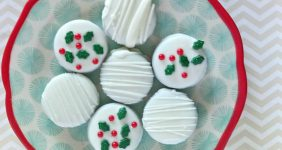 You will love these White Chocolate Covered Oreos for Christmas
