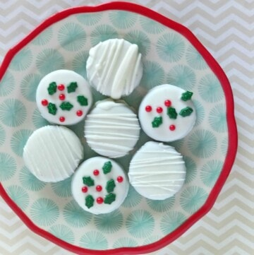 Looking for amazing Christmas sugar cookies to make this year? I'm sharing some of the best holiday sugar cookies I've found so far! In this list, you'll find the fluffiest, softest and most beautiful sugar cookie recipes ever.