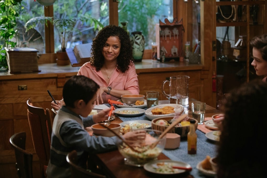 In A Wrinkle In Time, Dr. Kate Murry,played byGugu Mbatha-Raw,struggles with parenting alone while continuing her research to try to find out how and why her husband strangely and suddenly disappeared.