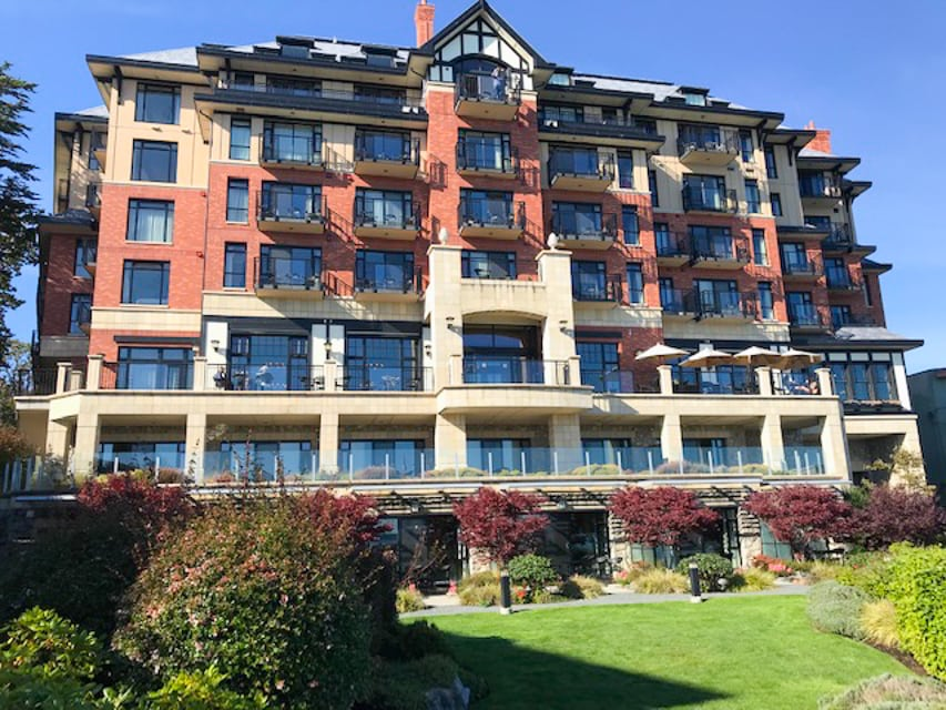 Have you heard of Oak Bay in British Columbia, Canada, near downtown Victoria? This was my third trip to the Victoria area, and I had never heard of Oak Bay before this last trip.