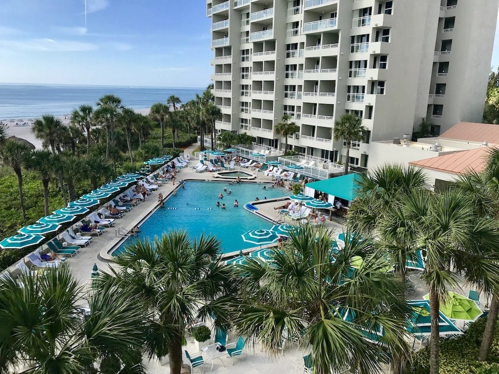 If you are shivering your way through the winter with a longing for warmer climes, a Longboat Key, Florida vacation might be just what you need. This upscale resort, locatedin Sarasota County on Florida's west coast, has allthe ingredients needed for relaxing beach vacation.
