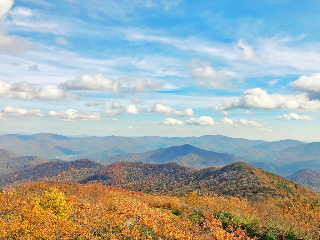 The east coast has incredible fall foliage from Georgia to Maine. Take in the autumn splendor of the coast and inland areas of these gorgeous destinations.