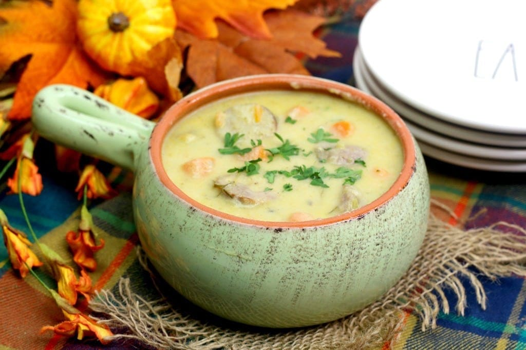 Delicious Cheddar & Ale Bratwurst soup perfect for those chilly evenings. Who else likes easy dinner recipes?