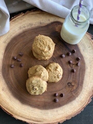 I needed a healthier version of peanut butter chocolate chips cookies in my house. Like you, we have been staying at home and snacking a little too much!