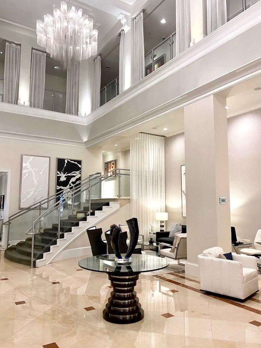inn on 5th lobby