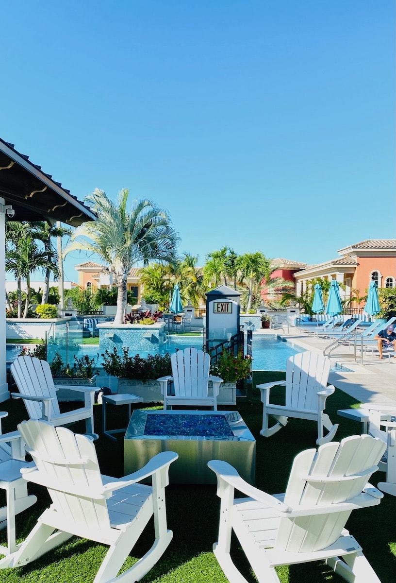luxury hotel in Naples Florida pool